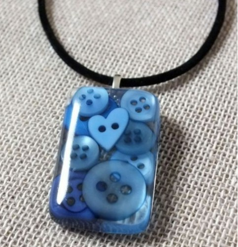 Blue button resin necklace